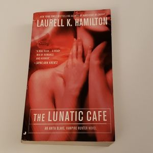 📚 5 for $20 Laurell K. Hamilton, The Lunatic Cafe